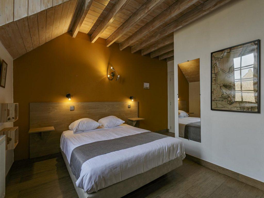 zespersoonskamer met dubbel bed beneden